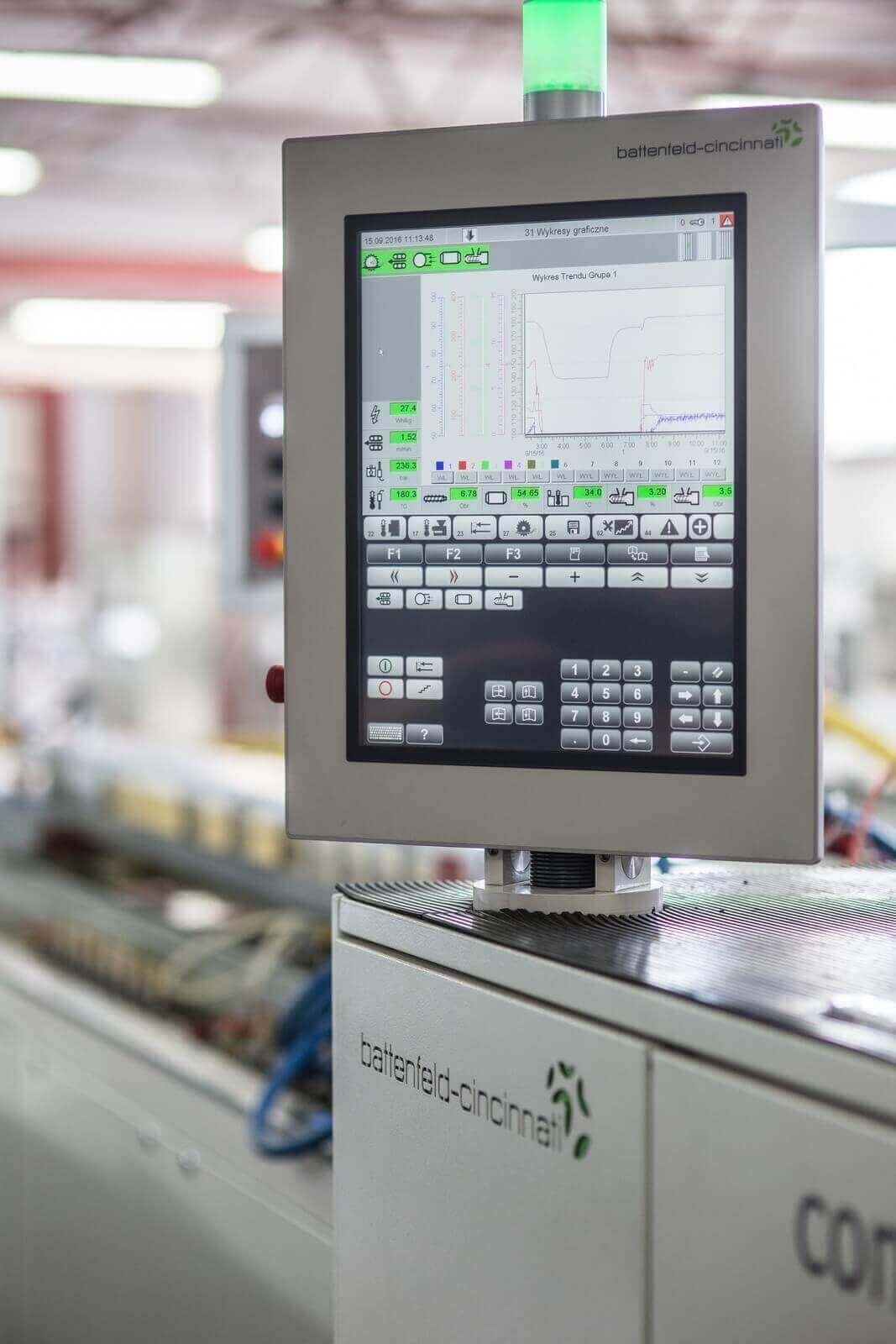 Panel sterujący maszyny do produkcji profili skrzynek rolet zewnętrznych