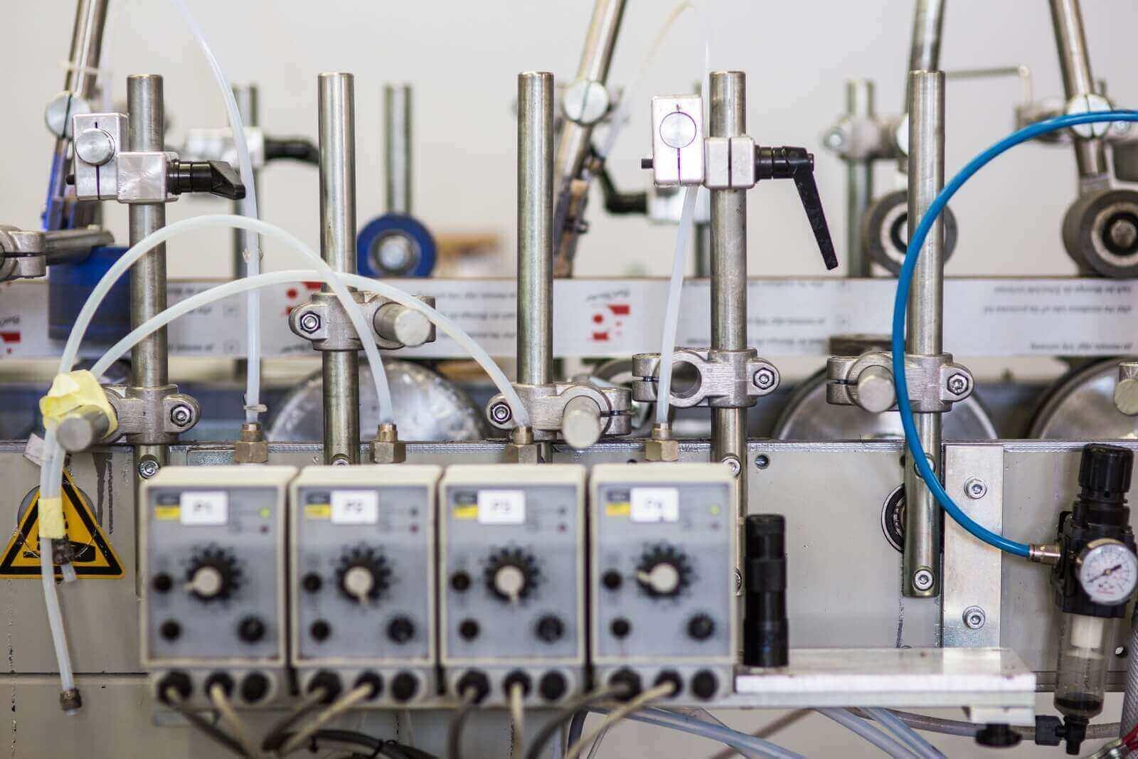 Linia do produkcji prowadnic rolet typu screen