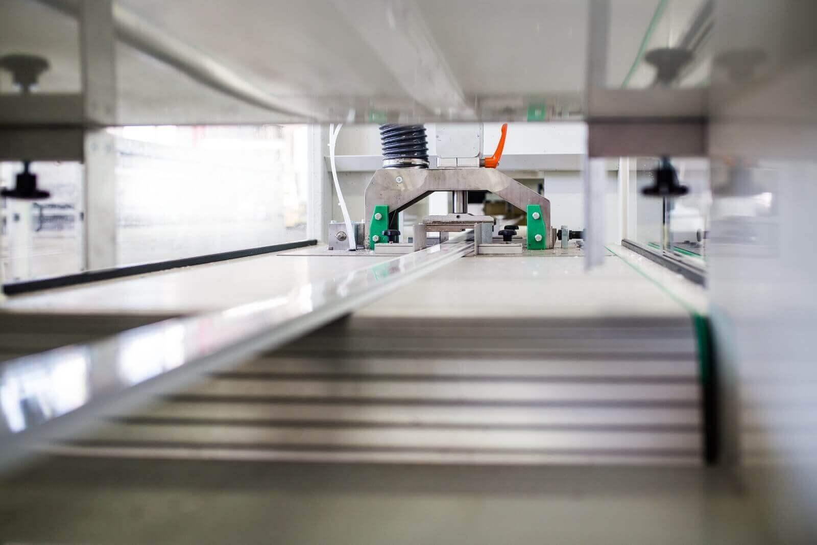 Linia produkcyjna pokrywy rewizyjnej rolet typu screen