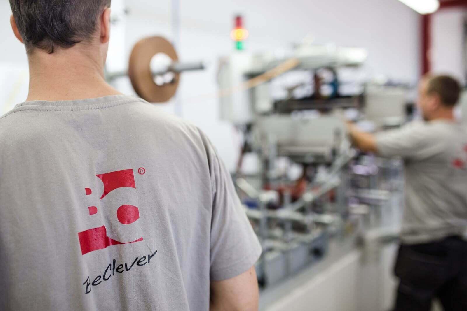 Pracownicy producenta części do rolet zewnętrznych BeClever