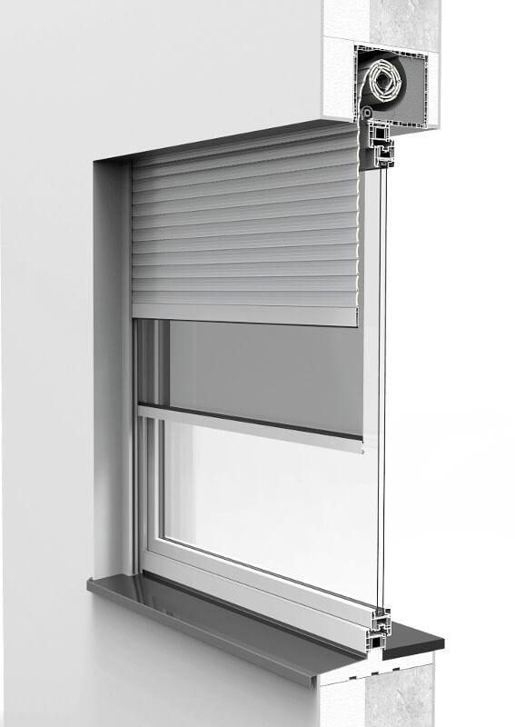 Zamontowana roleta nadstawna CleverBox z moskitierą na oknie