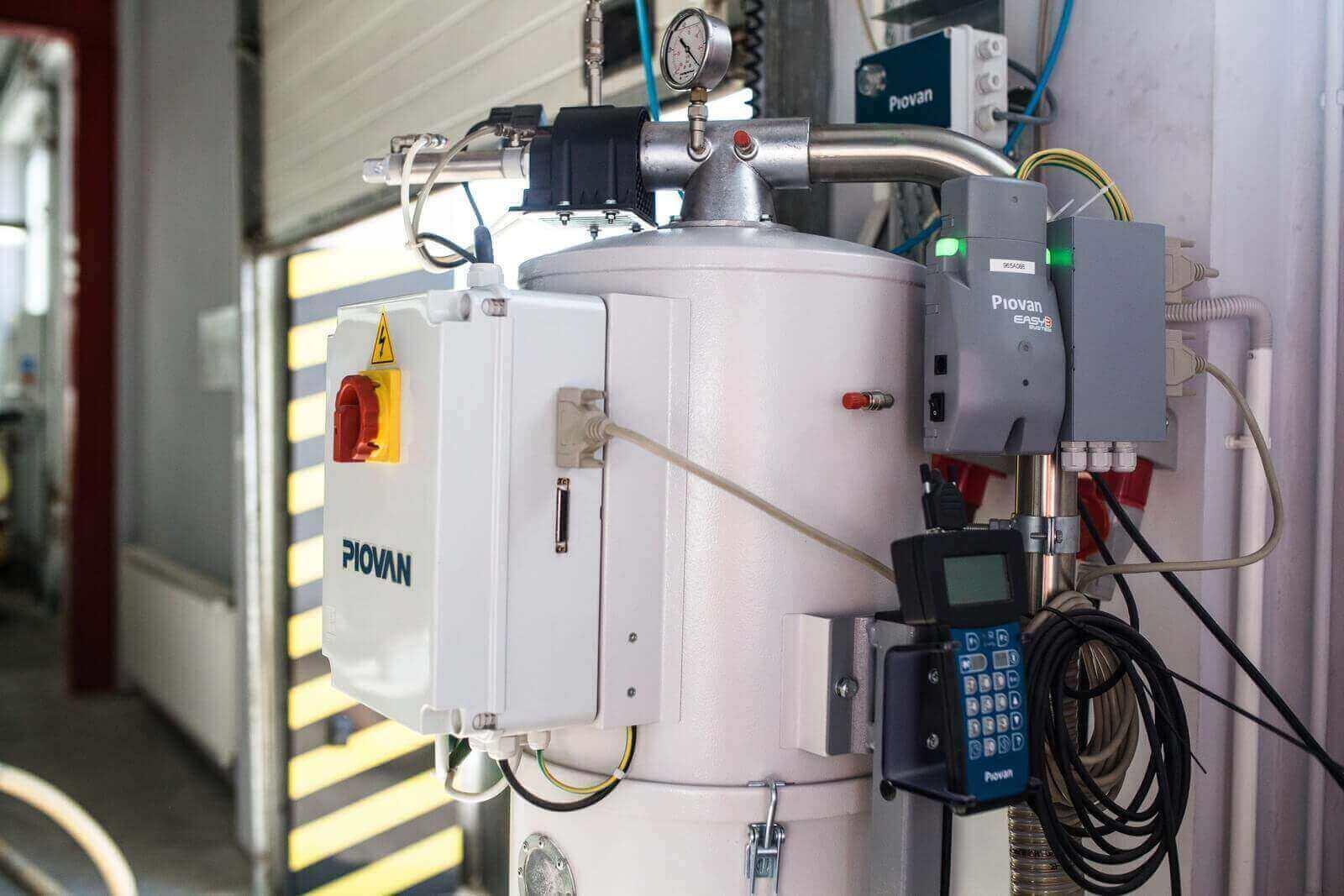 Urządzenie na hali produkcyjnej w zakładzie BeClever we Wrześni